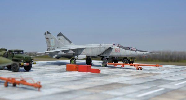 Учебно-тренировочный истребитель МиГ-25ПУ