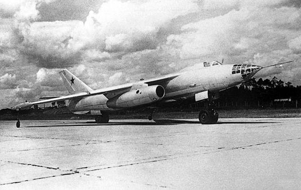 Средний бомбардировщик Ил-54