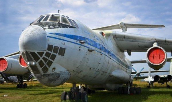 Средний военно-транспортный самолет Ил-76М