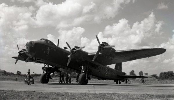 Short Stirling — первый из тяжёлых бомбардировщиков